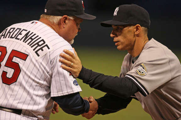 Yankees manager Joe Girardi greets Twins manager Ron Gardenhire before Game 3.