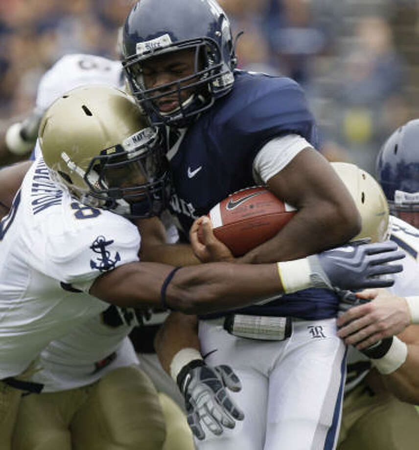 Rice's Charles Ross is stopped by Navy's Wyatt Middleton, left, and Michael Walsh during the first quarter of Saturday's game. Photo: Melissa Phillip, Chronicle