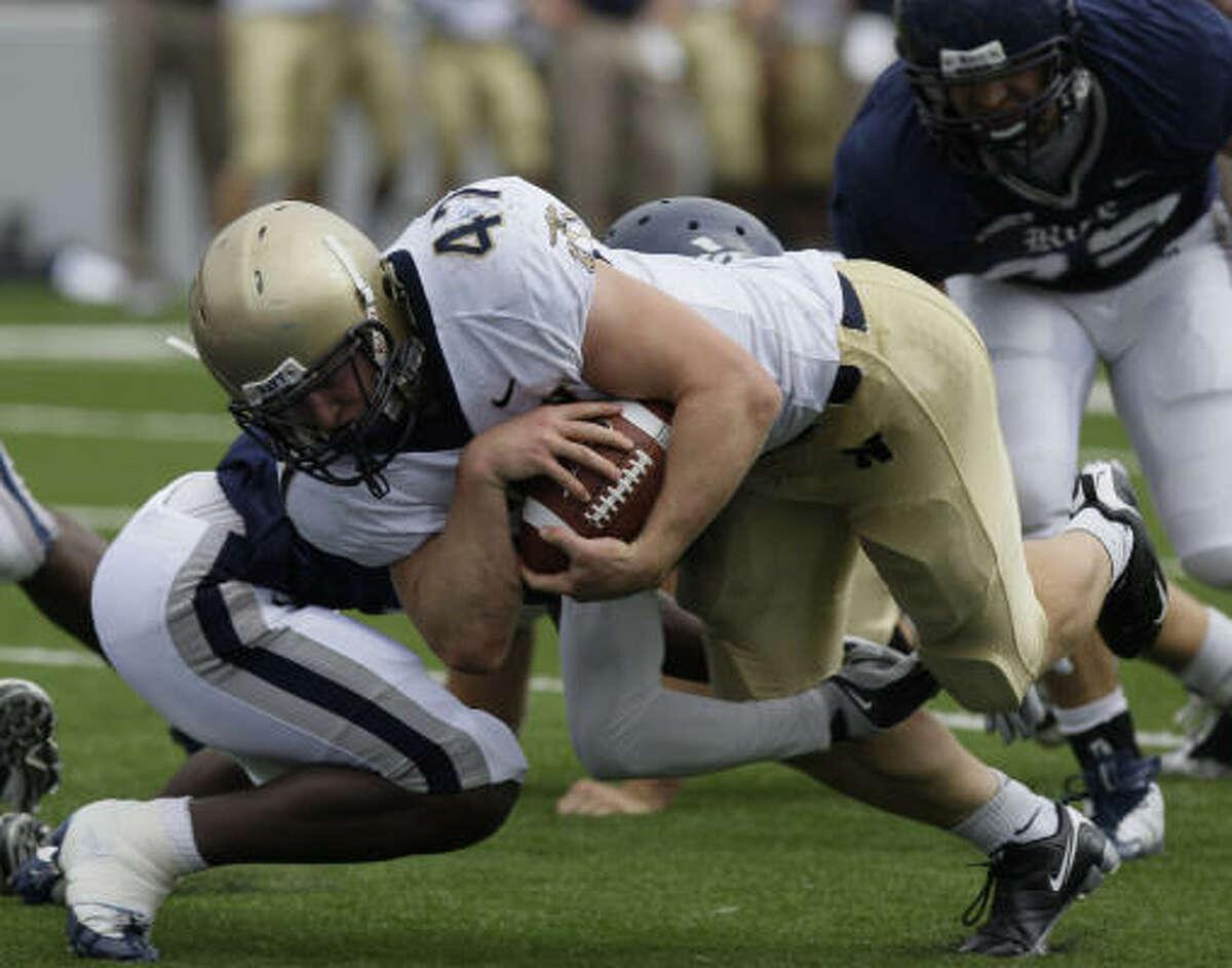 Navy's Vince Murray scores a second-quarter touchdown.