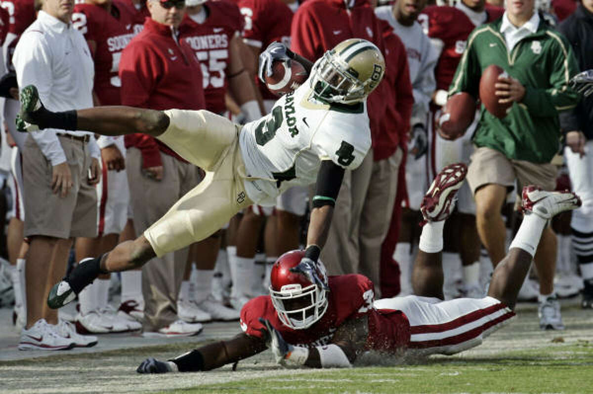 Baylor's Ernest Smith is tackled by Oklahoma's Jamell Fleming during the third quarter.