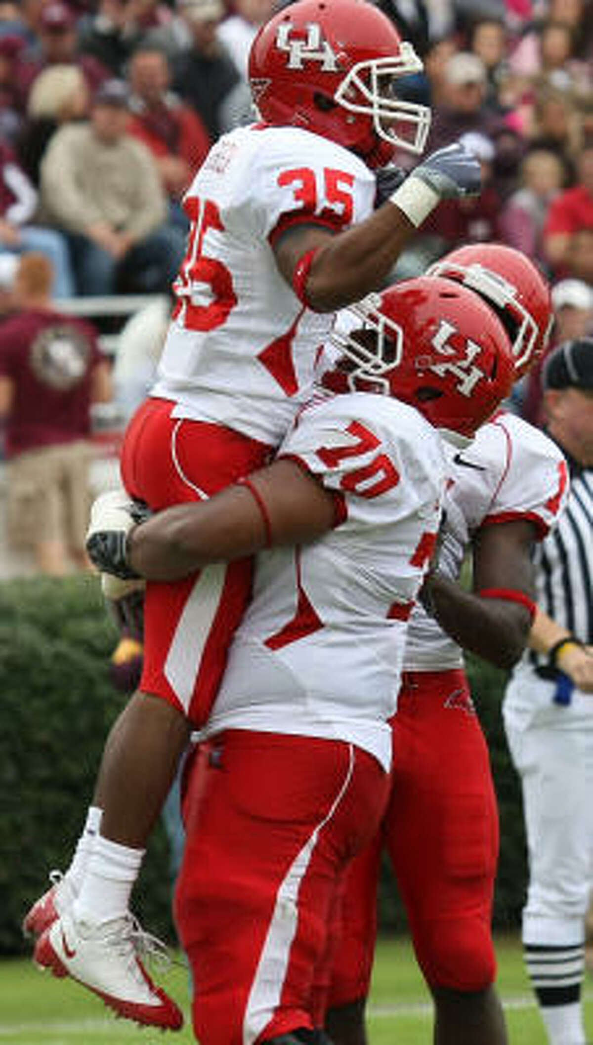 UH wide reciever Tyron Carrier (35) celebrates his touchdown — one of the Cougars' four on the day — with teammate Chris Thompson.
