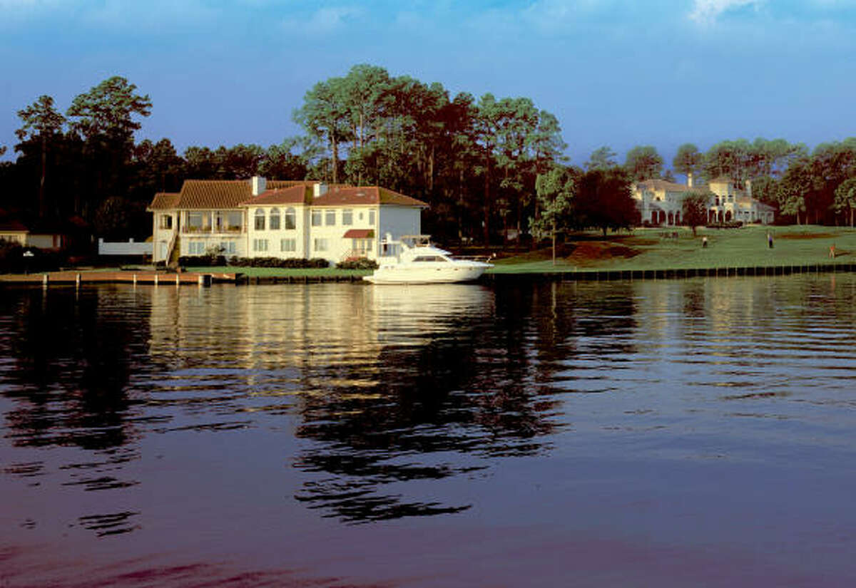 Bentwater offers picturesque waterfront and golf-course homesites.