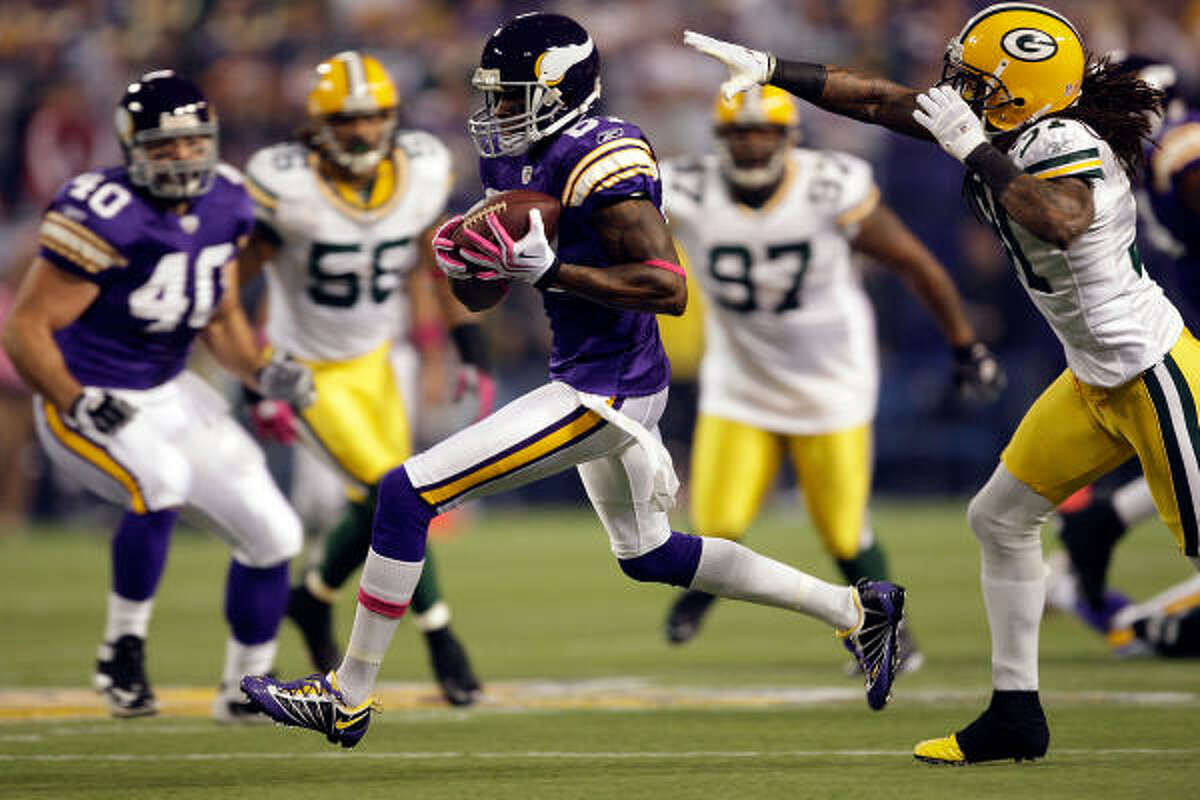Vikings wide receiver Bernard Berrian (center) takes off up the field after making a reception.