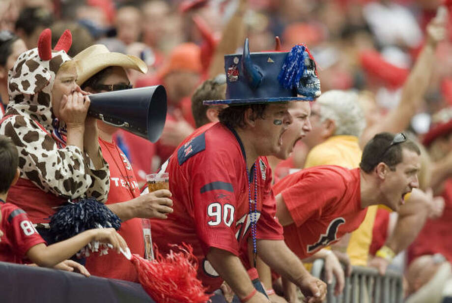 Texans fans yell during the first half of the game against the Jacksonville Jaguars. Photo: James Nielsen, Chronicle