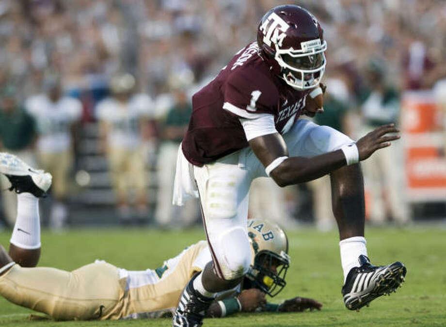 Texas A&M quarterback Jerrod Johnson runs for a touchdown during the second quarter. Photo: Stuart Villanueva, Associated Press