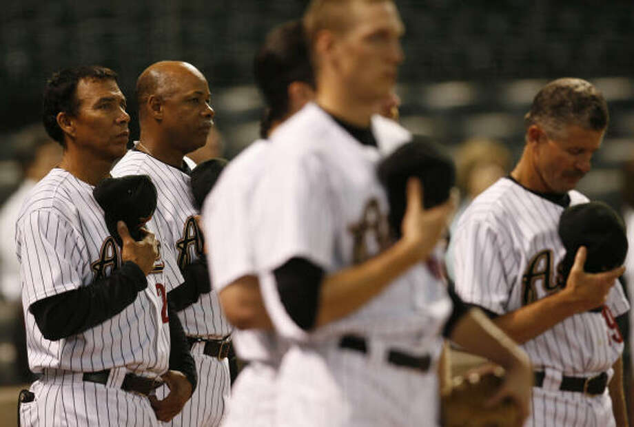 Aug. 27, 2007 Cooper, second from left, makes his debut as manager of the Astros in a 7-0 loss to the St. Louis Cardinals.  Cooper became the 15th manager - and first African-American -- in Astros history. Photo: Karen Warren, Chronicle