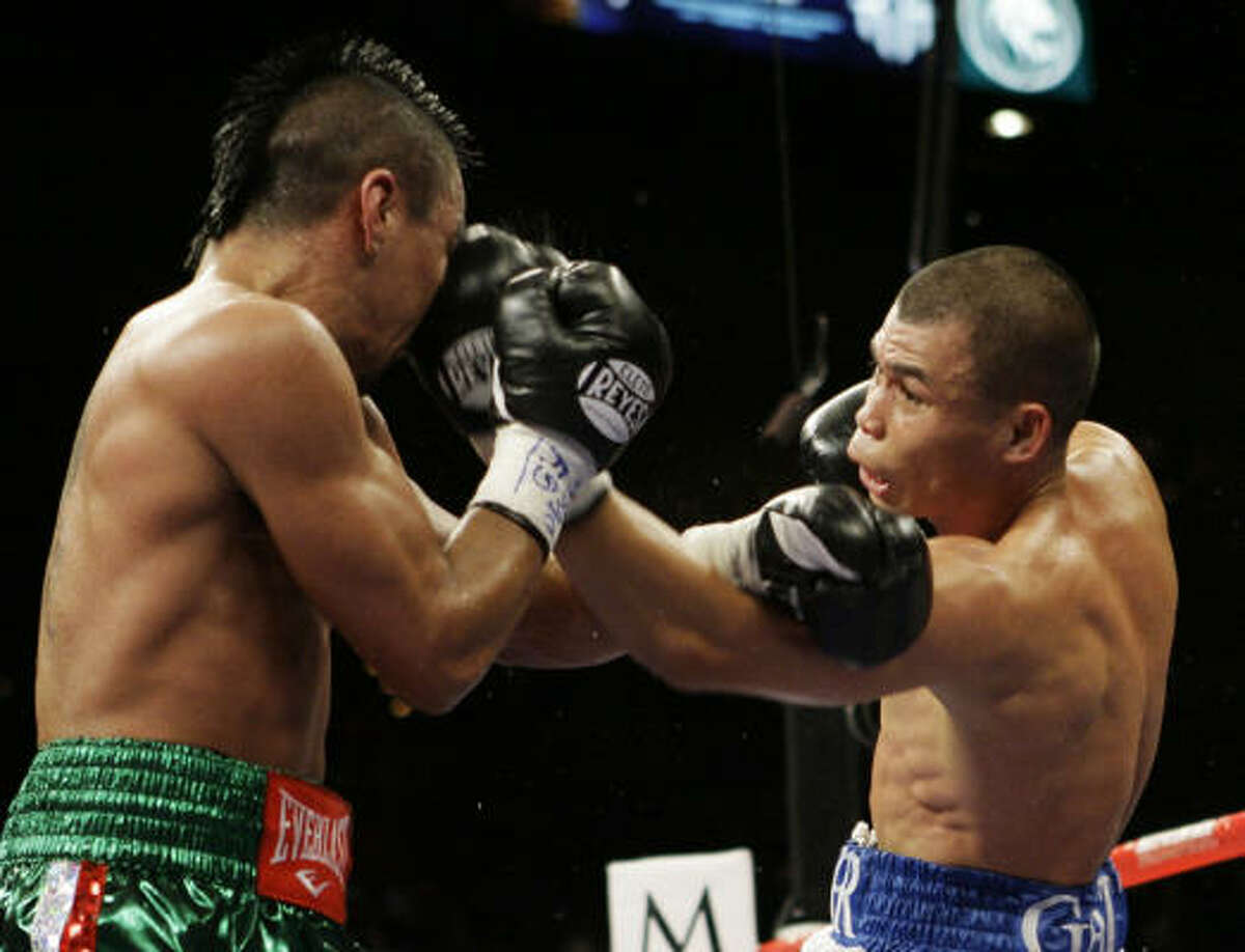 Rocky Juarez, who lost to Juan Manuel Marquez two years ago, again fell short in his fifth shot at a major title.