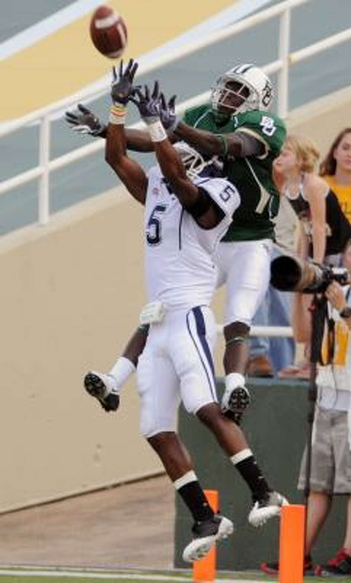 Connecticut's Blidi Wreh-Wilson breaks up a pass to Baylor's Kendall Wright during the third quarter.