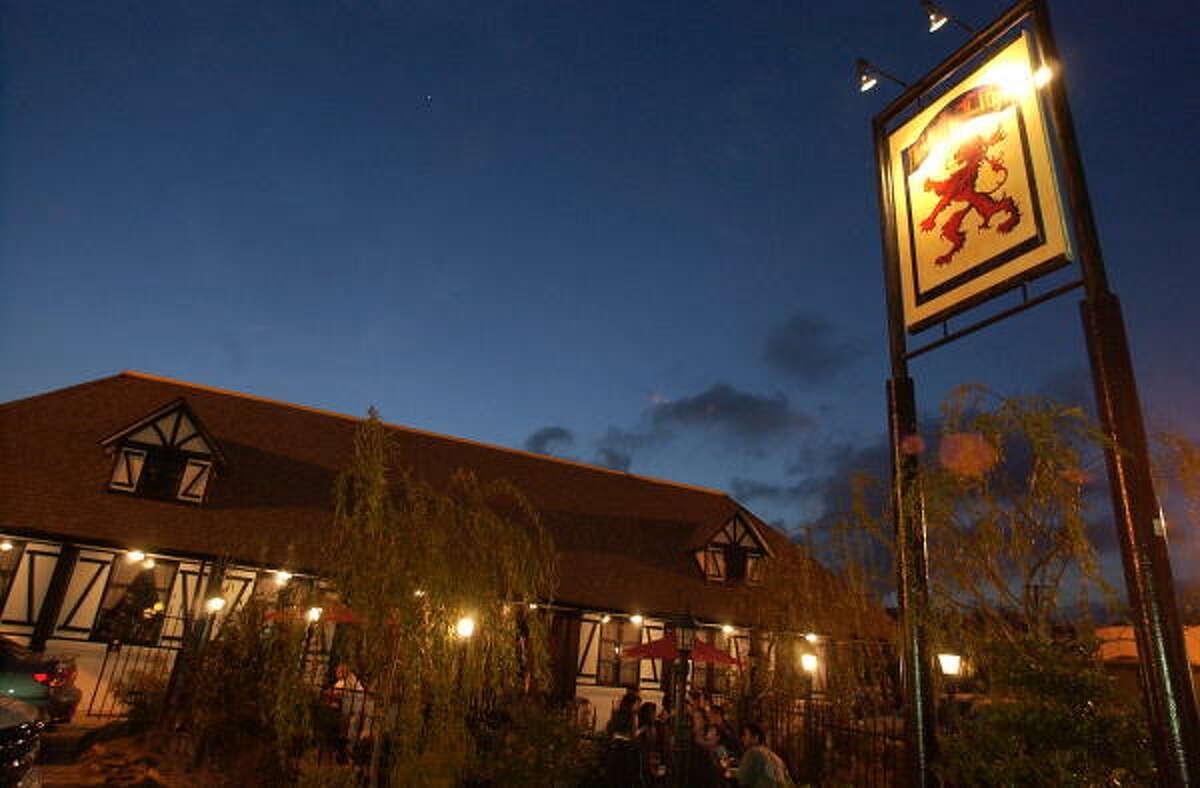 Red Lion Pub, 2316 S. Shepherd