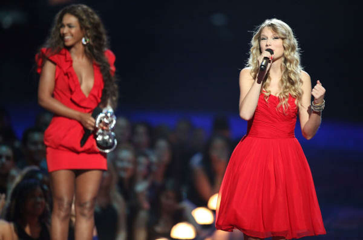 Beyonce allows Taylor Swift to finish her speech for Best Female Video after after she was cut short by Kanye West.