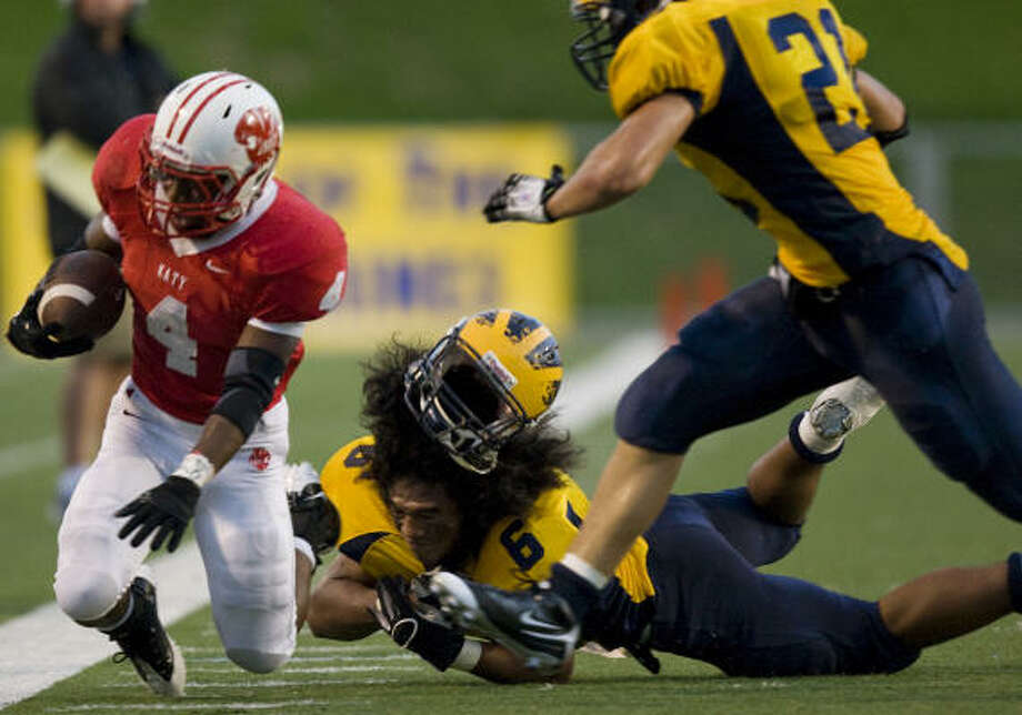 Katy 35, Bellevue (Wash.) 17Bellevue linebacker Joey Kanongataa (6) loses his helmet as he brings down Katy running back Will Jeffery (4). Photo: Smiley N. Pool, Houston Chronicle