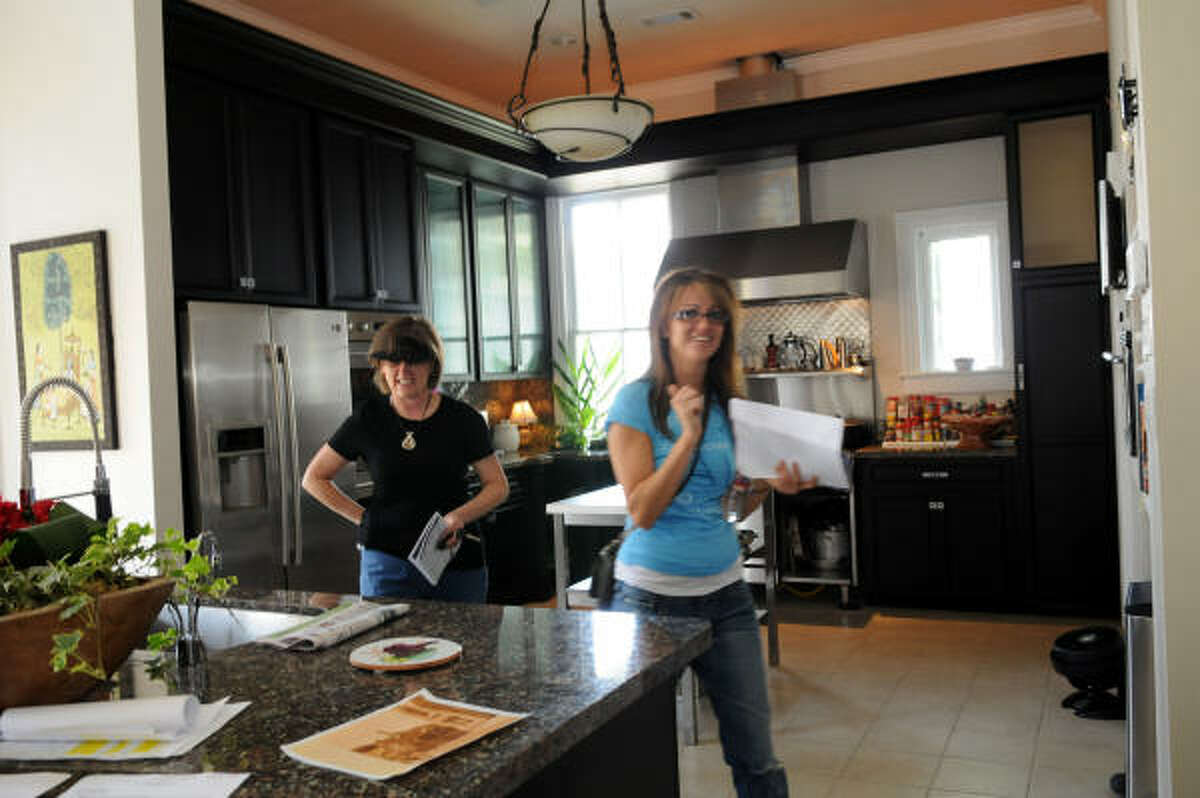 2009 home tour: Linda Abraham and Hope Abraham tour the inside of the home on Avenue K.
