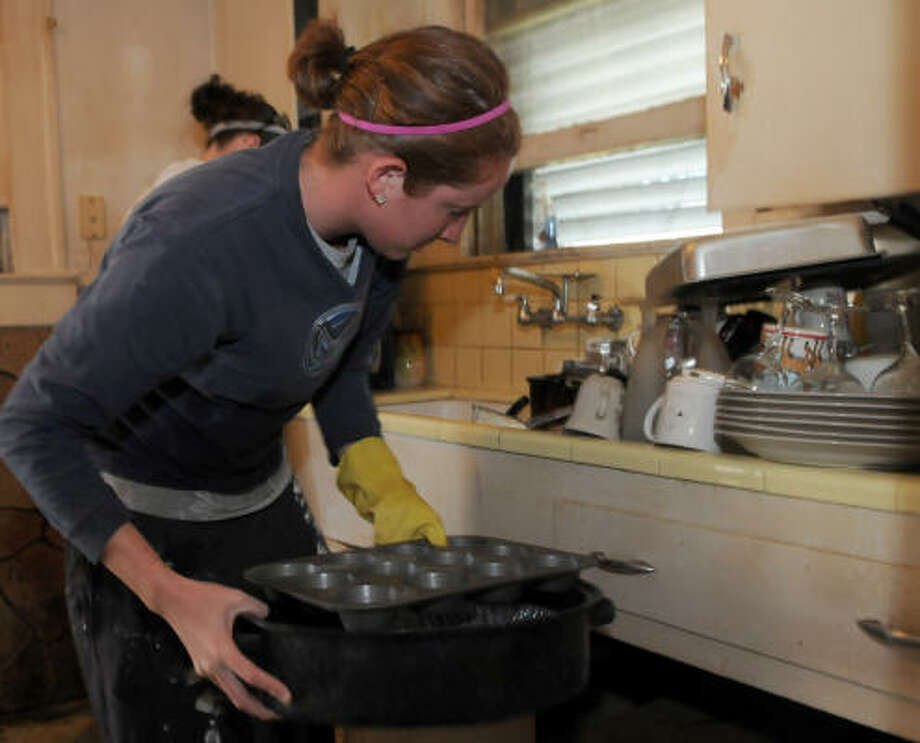 Angie Shaffer of Wartburg College cleans up the home of Terry Rodgers, whose home was flooded during Ike. Photo: Kim Christensen, For The Chronicle