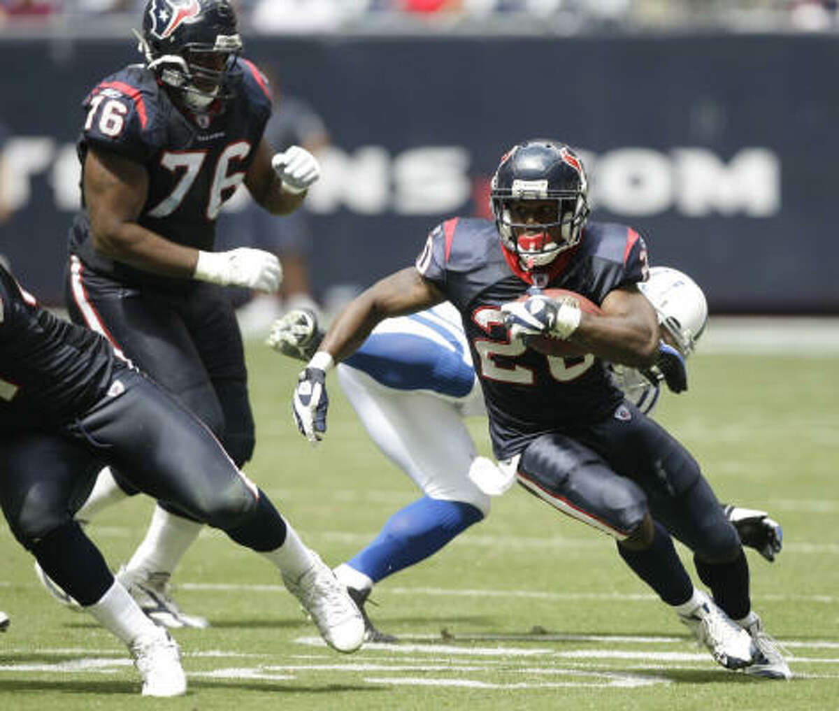 Texans running back Steve Slaton (20) shoots through the hole for yardage during third quarter againts the Indianapolis Colts at Reliant Stadium.