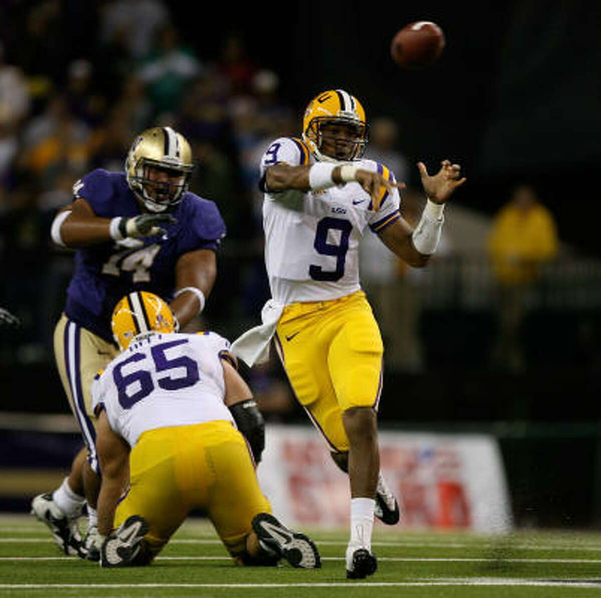 No. 11 LSU 31, Washington 23 LSU quarterback Jordan Jefferson passes against the Washington Huskies.