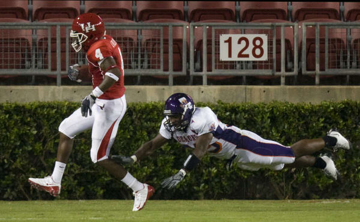 Houston wide receiver Ronnie Williams scores a touchdown past Northwestern State safety Xavier Lee during the fourth quarter.
