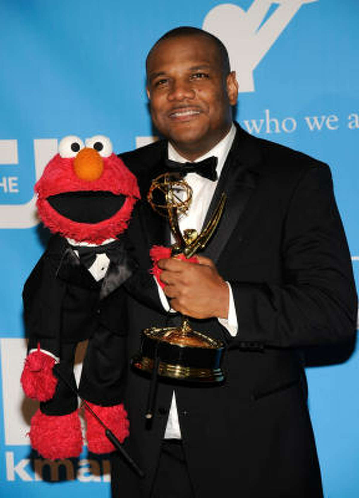 Actor/puppeteer Kevin Clash, the man behind Elmo, won for Outstanding Performer in a Children's Series. Report, list of winners.