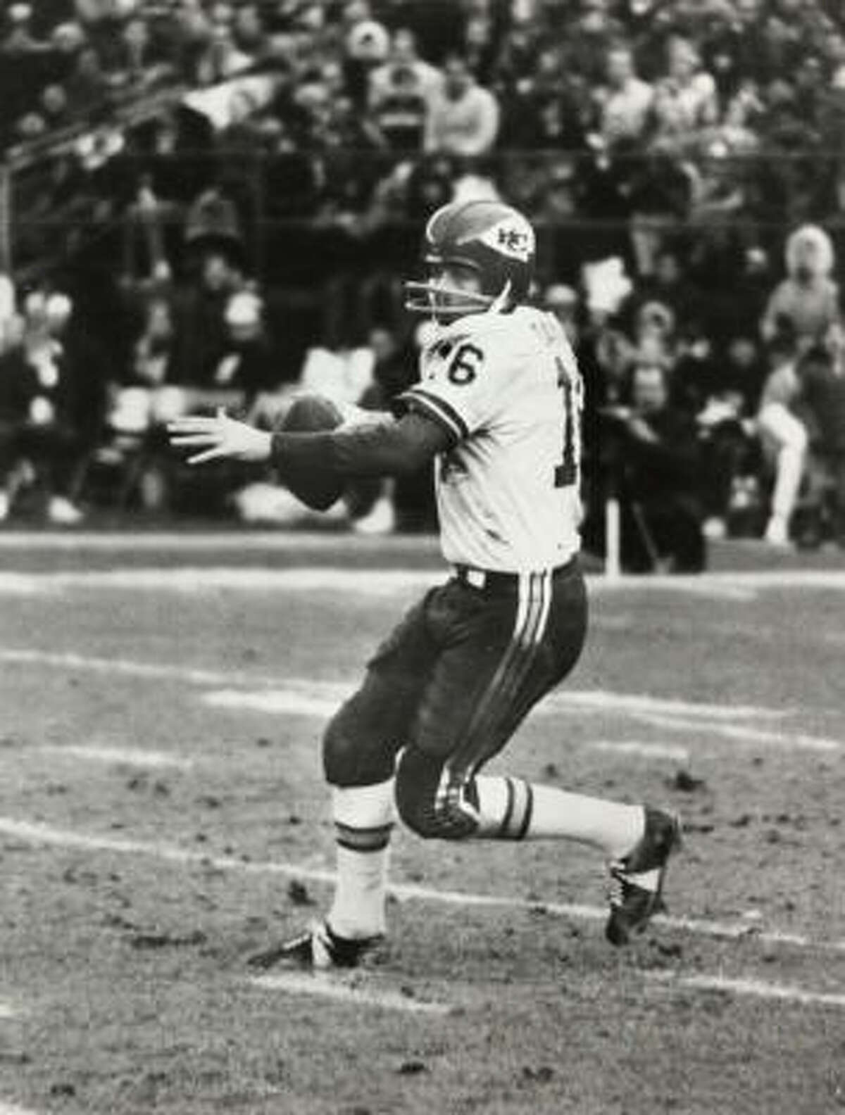 Len Dawson, Kansas City Year: 1974 Age: 39 Record: 3-5 Completions: 138 Attempts: 235 Completion pct: 58.7% Yards: 1,573 Touchdowns: 7 Interceptions: 13 Year: 1975 Age: 40 Record: 1-4 Completions: 93 Attempts: 130 Completion pct: 66.4% Yards: 1,095 Touchdowns: 5 Interceptions: 4