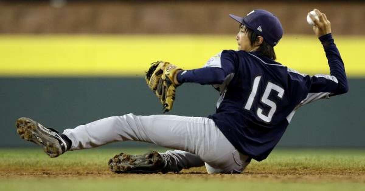 San Antonio, Texas second baseman Drew Brooks throws to second base.