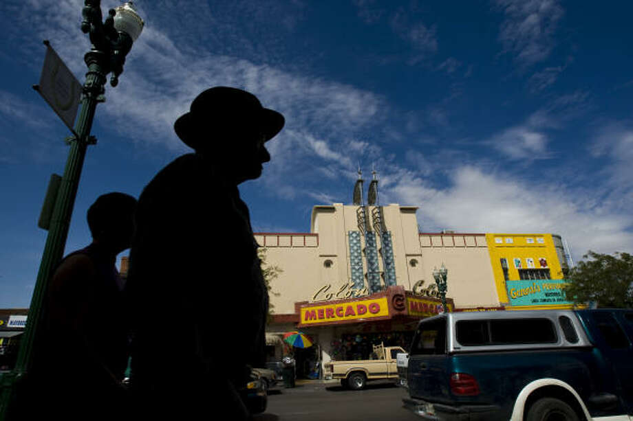 Bargain stores inhabit what was once department stores, restaurants and theaters keep El Paso's foot traffic bustling Thursday, Aug. 13, 2009, in El Paso. Many of the shoppers are from Ciudad Juarez, Mexico who are able to get into the country with international traveling documents. Photo: Nick De La Torre, Chronicle