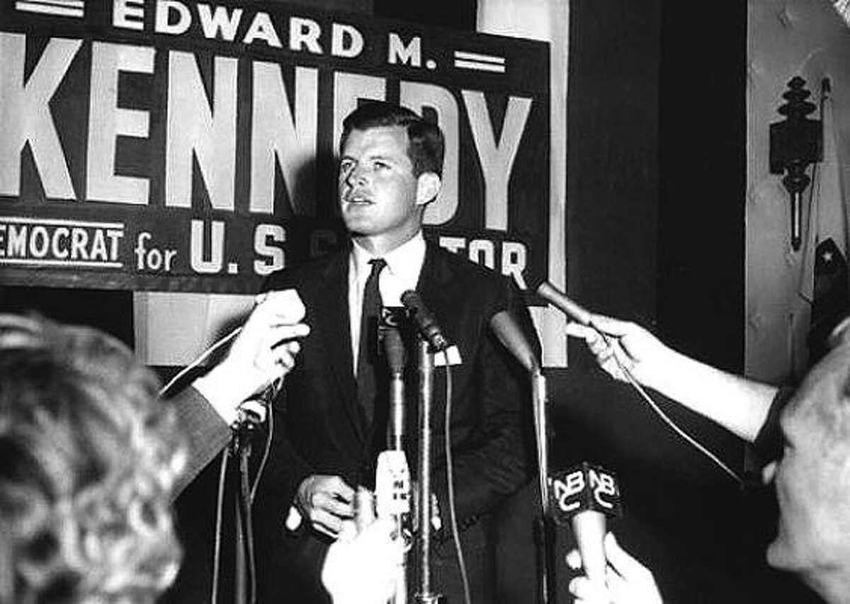 El demócrata Edward Kennedy en su campaña por el Senado. Foto de archivo.