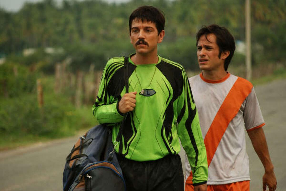 Diego Luna as Beto, Gael Garcia Bernal as Tato in Rudo y Cursi.