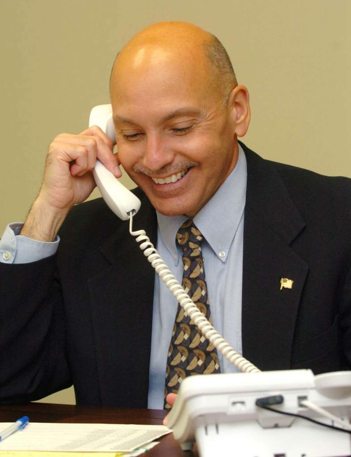Gary Goncalves, works on his campaign, Wednesday, Oct. 7, 2009.