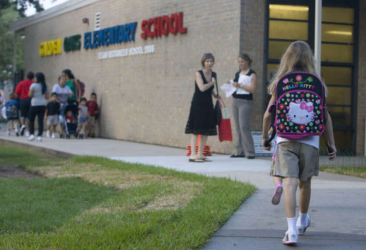 Students arrive at Garden Oaks Elementary.