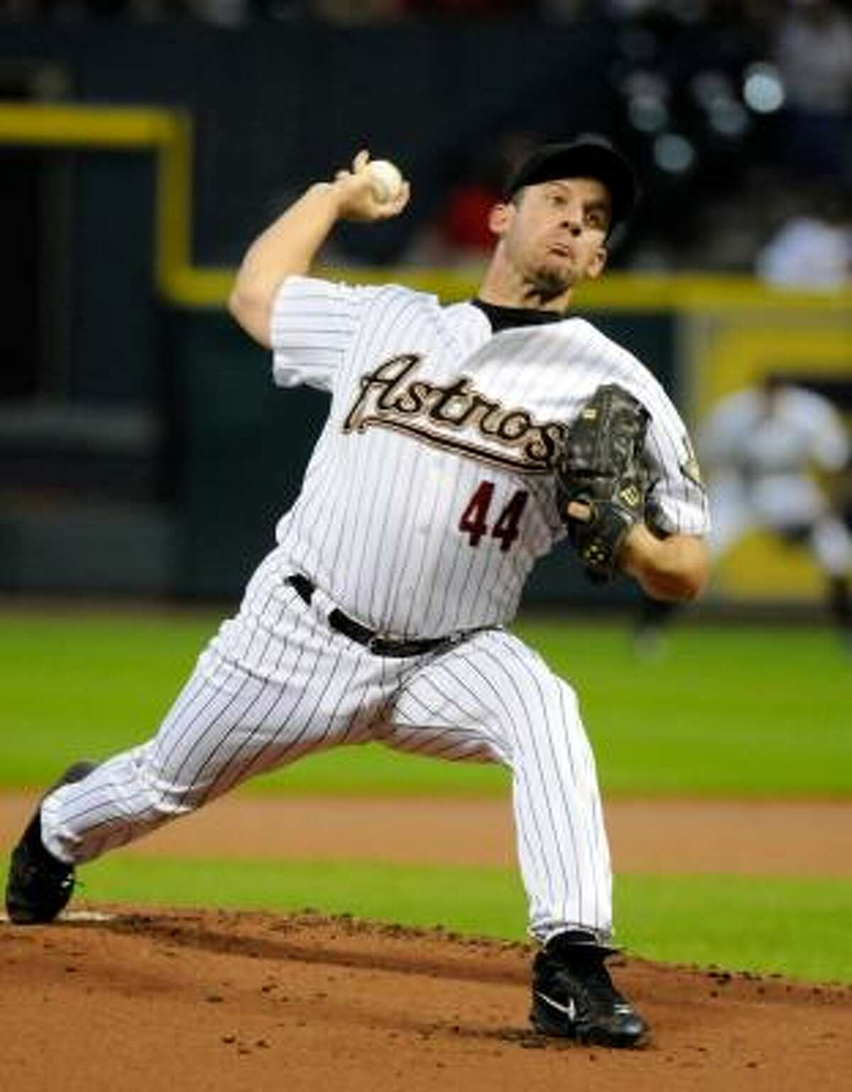 Astros' Roy Oswalt delivers a pitch in the first inning against the Diamondbacks.
