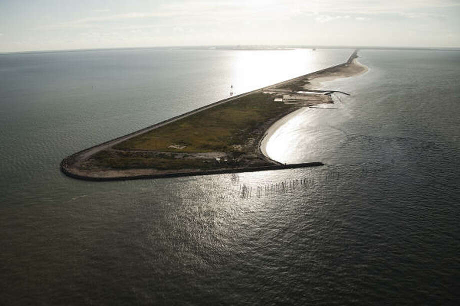 The Texas City Dike jutting into Galveston Bay  nearly one year after Hurricane Ike. Photo: Smiley N. Pool, Chronicle