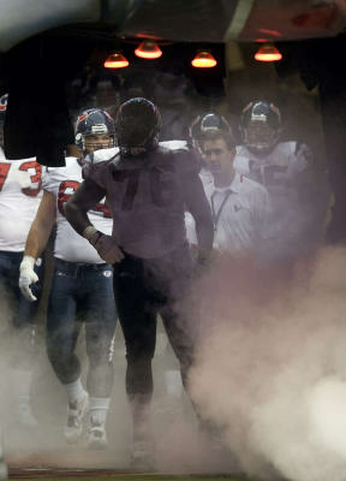 Texans tackle Duane Brown (76) stands in the tunnel before he is introduced with the offense before the game.