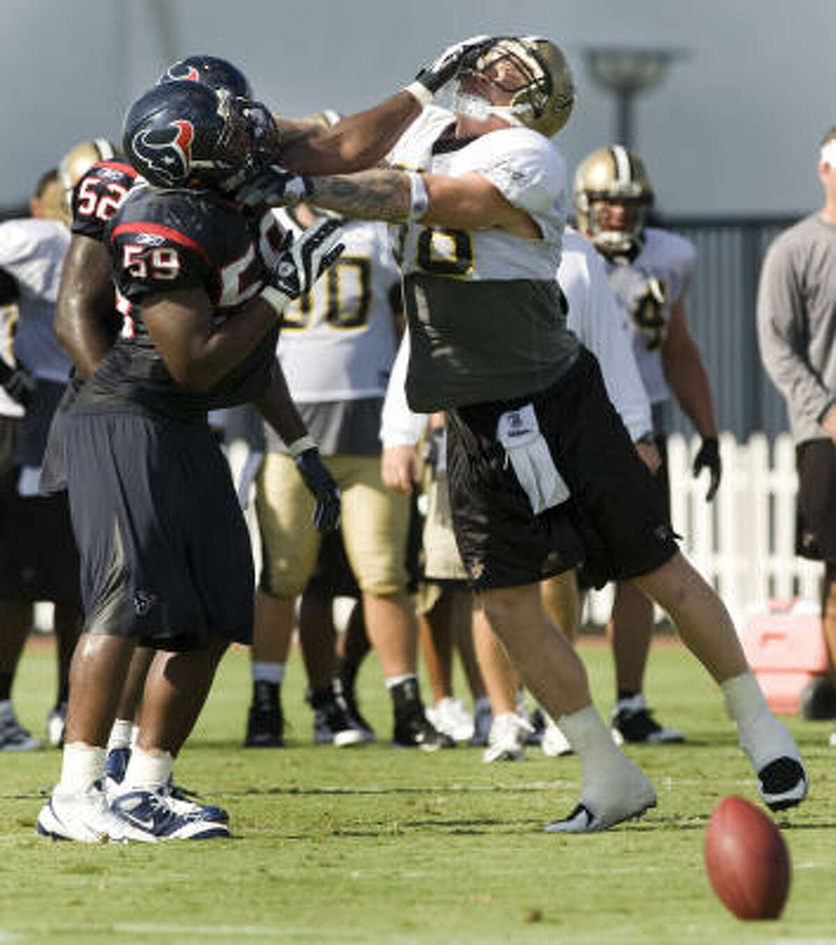 Texans linebacker DeMeco Ryans, left, and New Orleans Saints tight end Jeremy Shockey get into a fight during Thursday's morning practice.