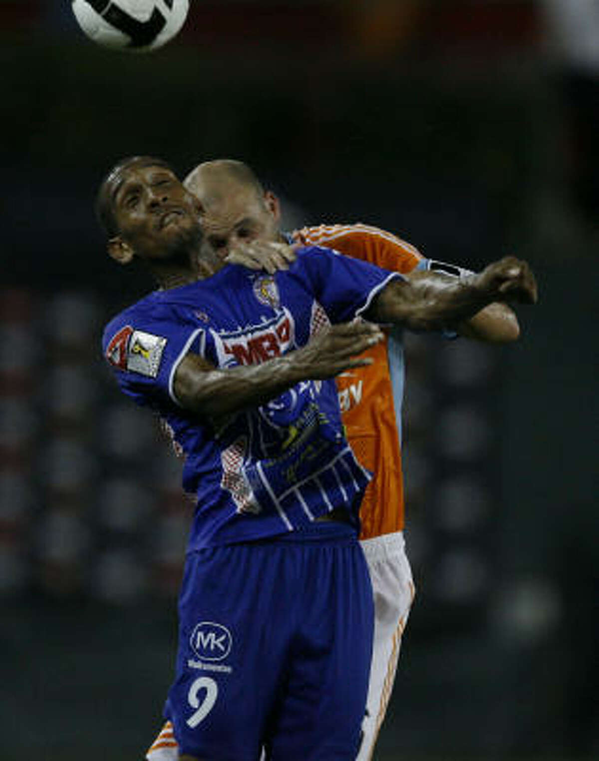 AD Isidro Metapan Anel Alejandro Canales (9) and Houston Dynamo defender Craig Waibel go up for the ball in the second half of a CONCACAF Champions League Tournament game between the Houston Dynamo and AD Isidro Metapan (El Salvador) at Robertson Stadium on Wednesday, Aug. 19, 2009, in Houston.
