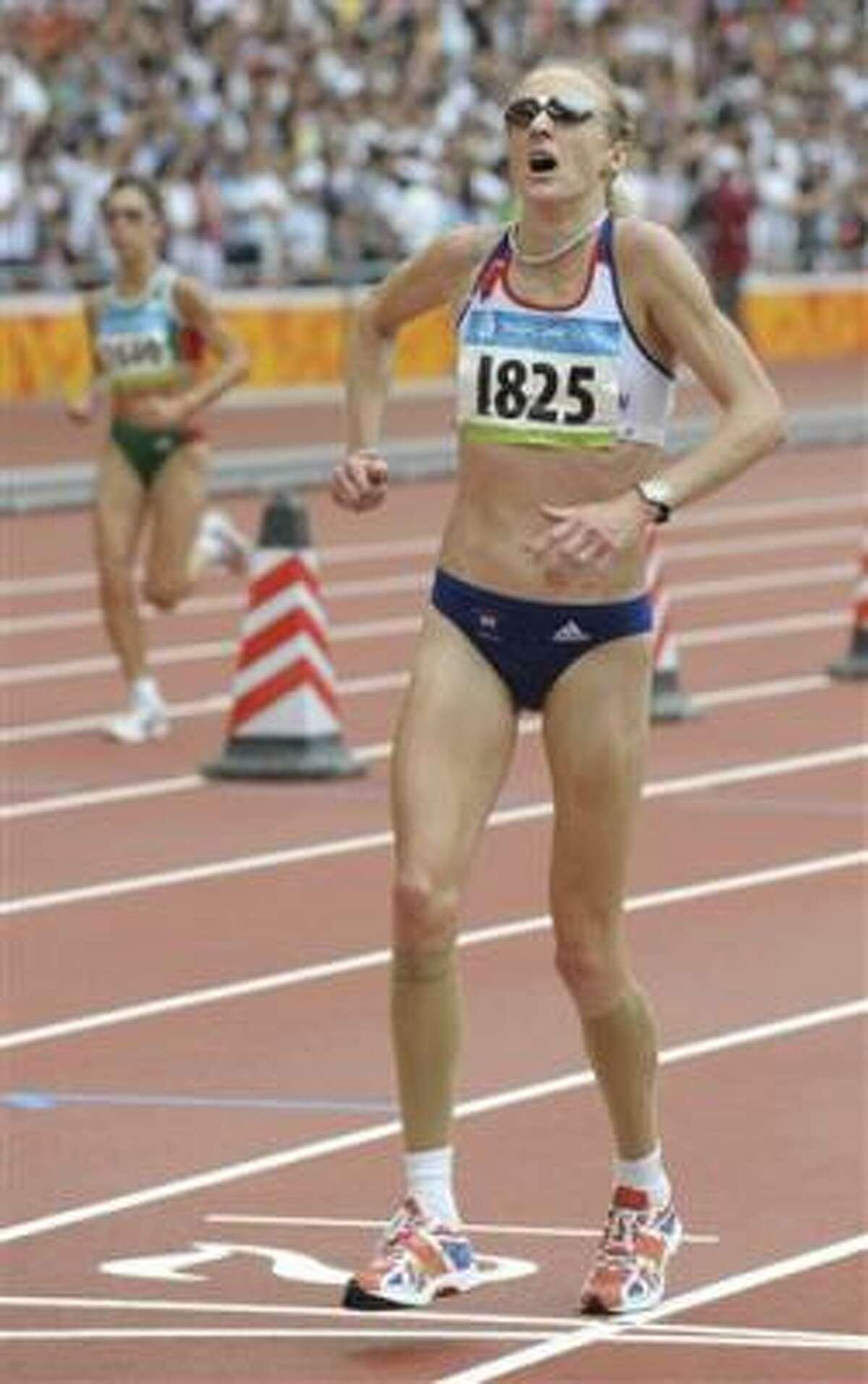Foto de archivo del 17 de agosto de 2008 de la maratonista británica Paula Radcliffe en el maratón de los Juegos Olímpicos de Beijing.