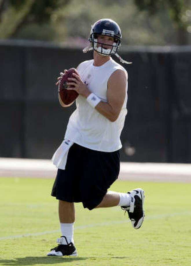 Quarterback Alex Brink runs through drills during Texans' football practice. Photo: Bob Levey, For The Chronicle