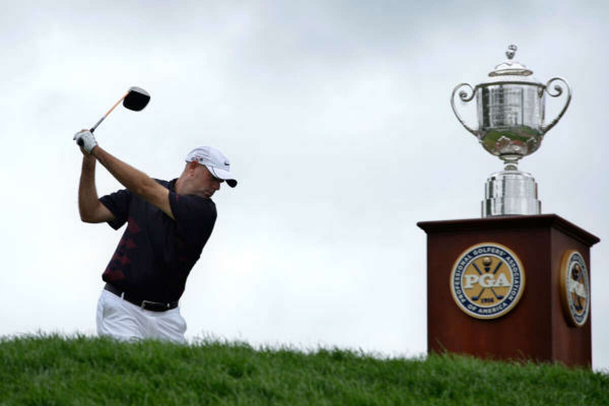 Stewart Cink hits his tee shot alongside the Wanamaker Trophy on the first hole during the final round.