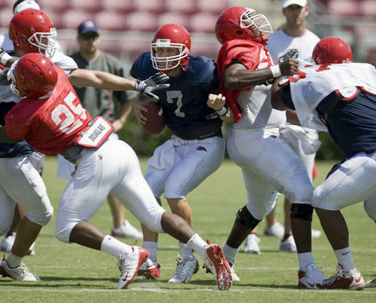 UH quarterback Case Keenum, center, completed 9 of 11 passes for 111 yards.