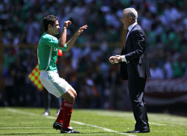 Mexico's Israel Castro, left, celebrates with coach Javier Aguirre after Castro scored the first goal against the U.S. Photo: Claudio Cruz, AP