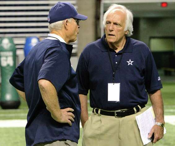 Former Cowboys special teams coach Joe Avezzano (right) chats with offensive line coach Hudson Houck after the morning session of the Dallas Cowboys training camp at the Alamodome on Saturday, Aug. 6, 2011. Kin Man Hui/kmhui@express-news.net Photo: KIN MAN HUI, -- / SAN ANTONIO EXPRESS-NEWS
