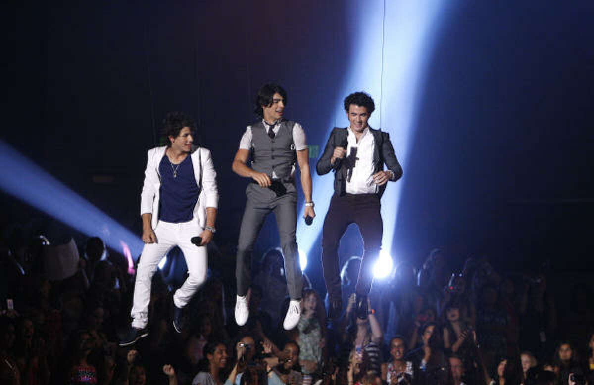 Nick, Joe and Kevin Jonas swooped in to the Teen Choice Awards on Sunday, August 3rd and picked up a bevy of awards. to read the interview with the Jonas Brother here.