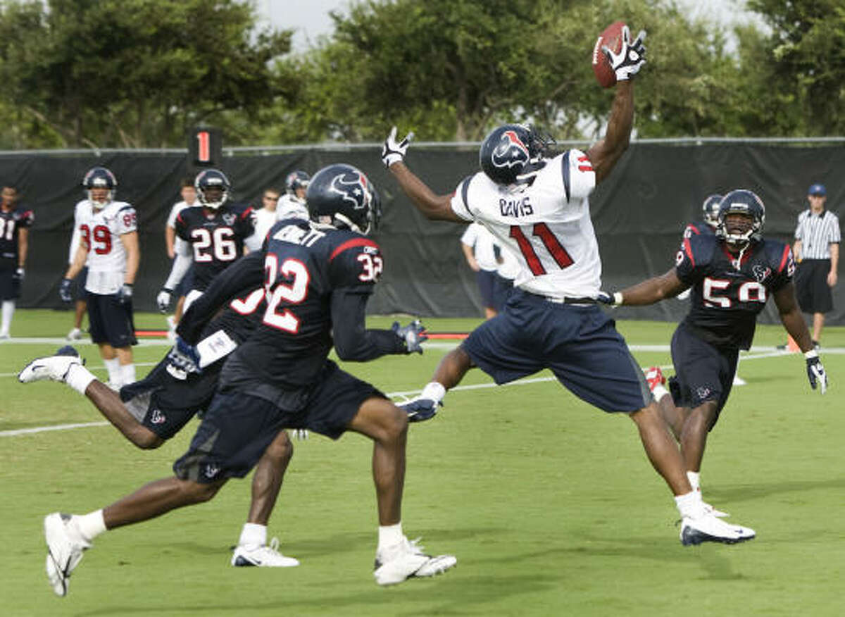 """Texans cornerback Fred Bennett (32) knows he has to improve after his up-and-down 2008 season, which he will only call a """"forgotten"""" career chapter."""