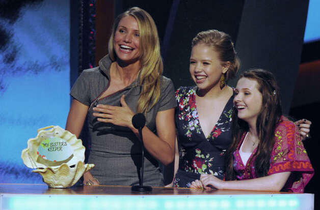 Cameron Diaz, Sofia Vassilieva and Abigail Breslin, accept the choice summer movie drama award for My Sister's Keeper. Photo: Chris Pizzello, AP