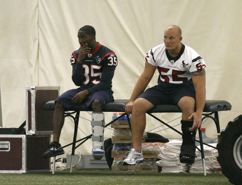 Jacques Reeves, left, suffered a broken leg defending a pass, while Chris Myers injured his lower leg in the morning practice. Photo: Karen Warren, Chronicle