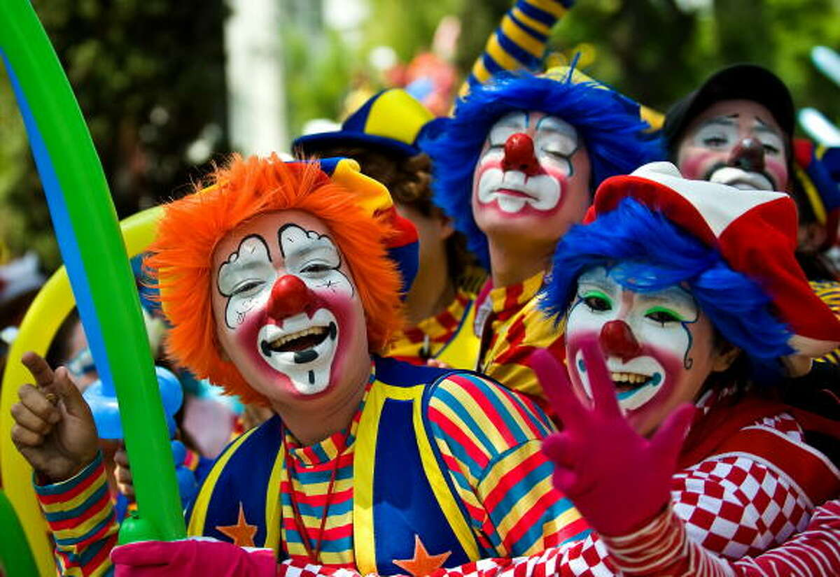 Clowns Back to school: Calming the first day jitters.