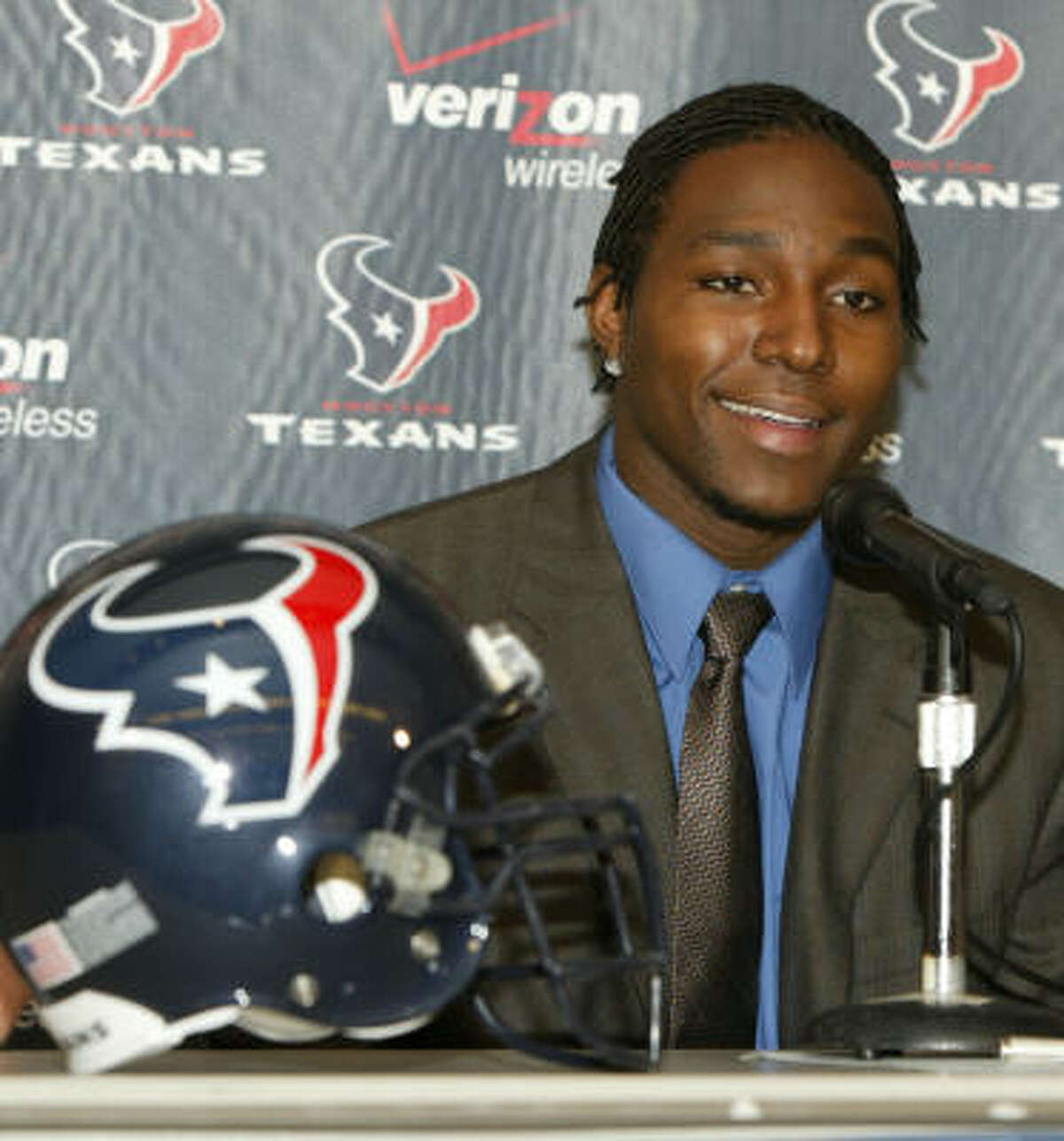 2004 Dunta Robinson signed with the Texans on July 24 at Reliant Stadium.