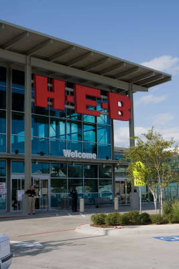 NEW H-E-B:The entrance to the new H-E-B Buffalo Market, which is located at Buffalo Speedway and Bissonnet. Photo: R. Clayton McKee, For The Chronicle
