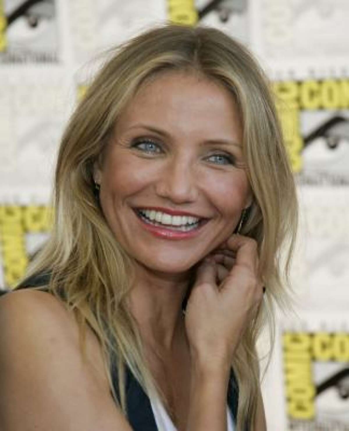 Cameron Diaz embraces her hair type and let's it flow freely.