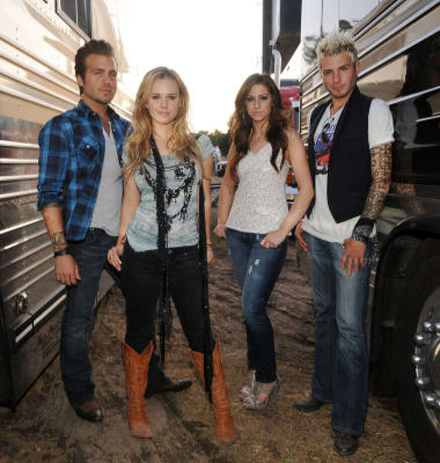Dallas' Cheyenne Kimball, left, and Rachel Reinert help Gloriana move up the country charts. Read more about Gloriana here. Photo: Rick Diamond, Getty Images