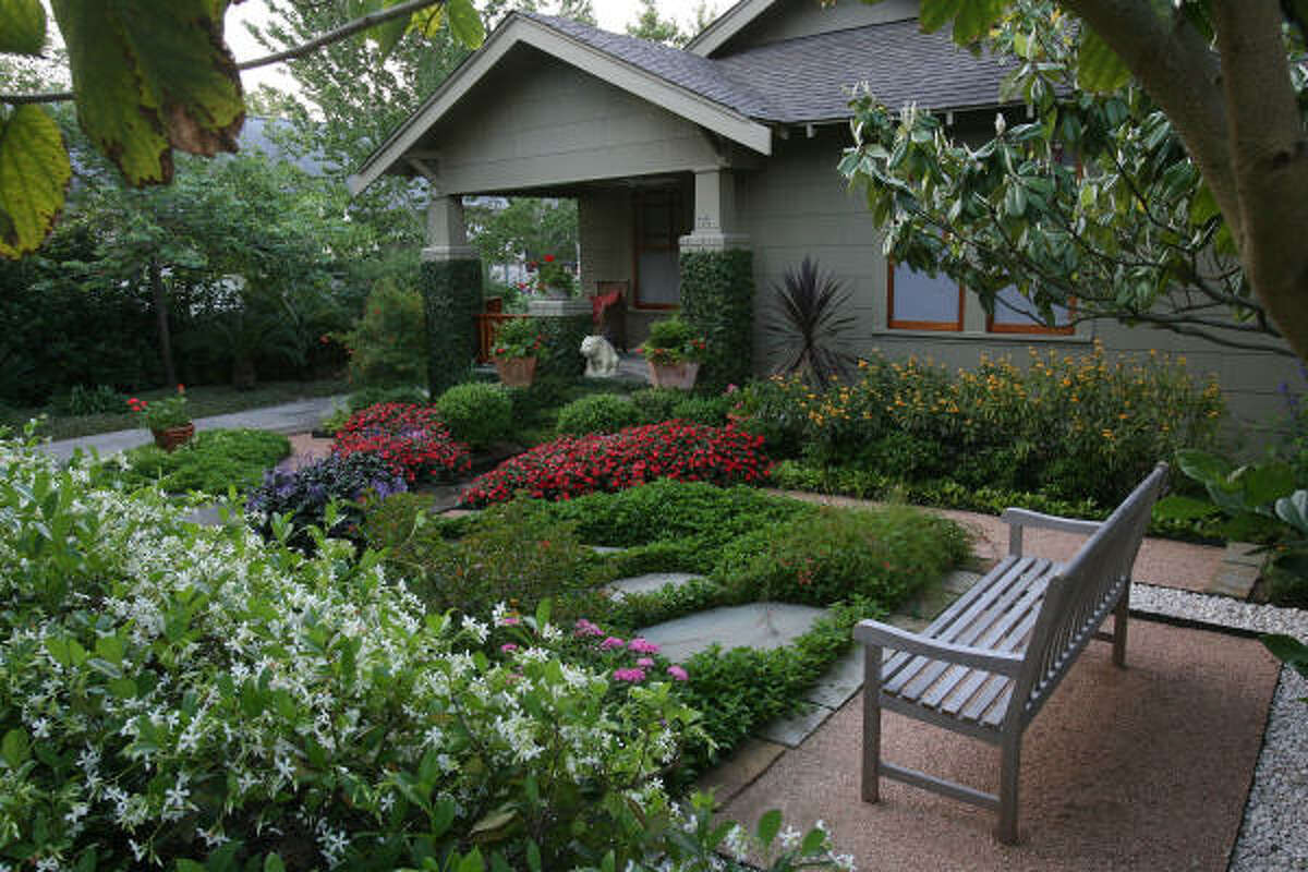 David Morello's Heights home lies between lush gardens with granite and stone pathways that shape the garden with varying 'hardscapes.' Behind David Morello's bungalow gardens | Molly Glentzer's Digging In blog | Houston Plant Database | HoustonGrows.com