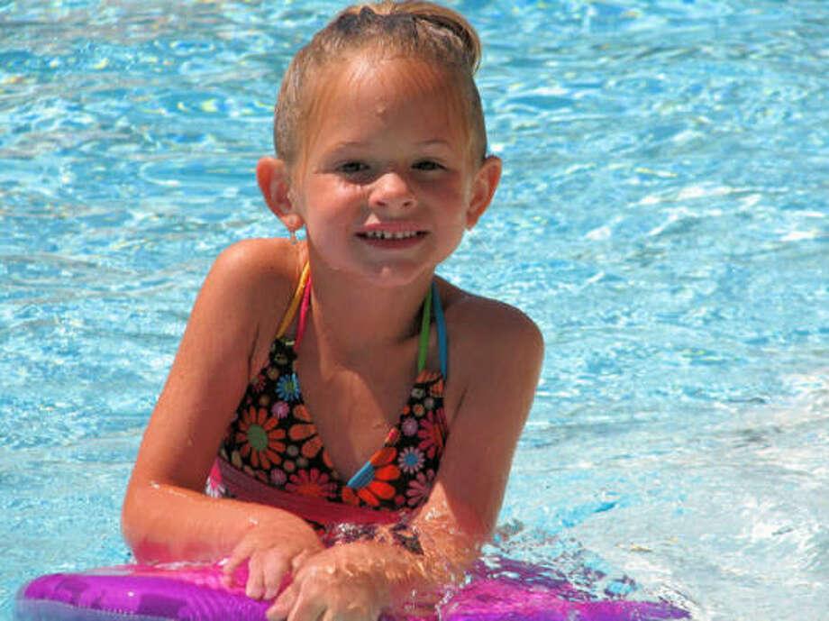 Little surfer girl Photo: Stm415, Chron.commons